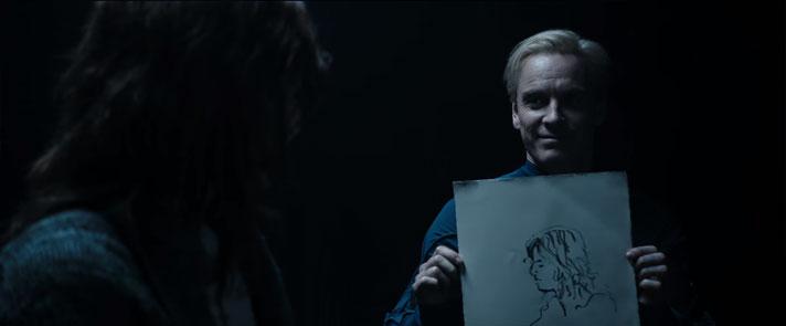 エリザベスの横顔を描くデヴィッド